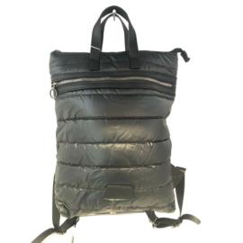 Fekete steppelt hátizsák