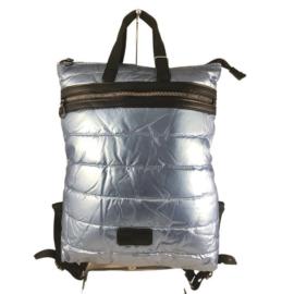 Világoskék steppelt hátizsák