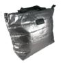 Kép 1/3 - Steppelt kabát anyagú oldaltáska ezüst színben